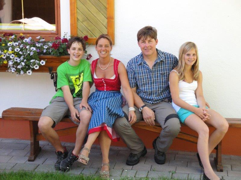 Minzlhof-Familie_2A.jpg